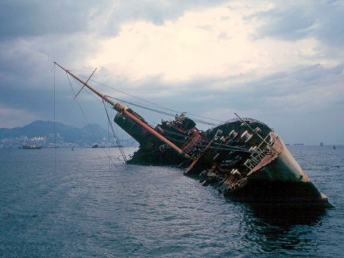 Qe_wreck_victoria_harbour_july_1972--500x375