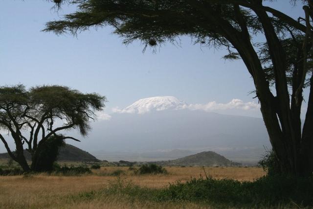 Amboseli_kilimajaro_breakfast