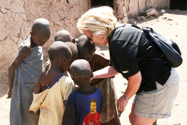 Amboseli_masaii_village_kids_and_carol
