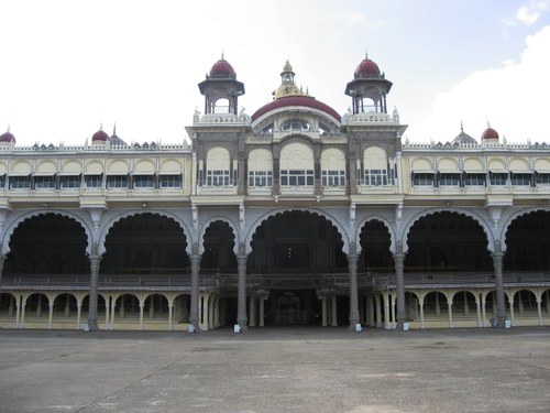 Mysore_palace_plaza