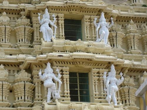 Shri_chamundeshwari_temple_goddesses