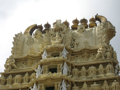 Shri_chamundeshwari_temple_tower_top