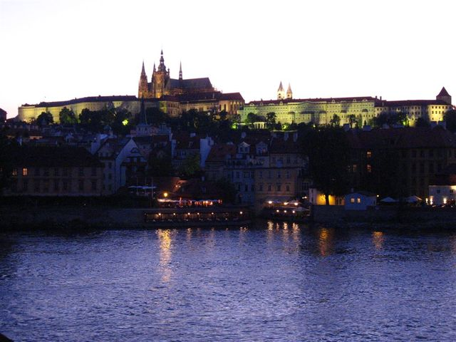 Prague_charles_bridge_twilight_castle